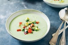 Chilled Avocado and Yogurt Soup with Tomato Salsa All the flavors of guacamole meet up in this creamy soup, with yogurt adding body and refreshment. Avocado Soup, Avocado Recipes, Healthy Recipes, Bariatric Recipes, Sweet Recipes, Healthy Food, Healthy Eating, Tomato Salsa Recipe, Tomato Soup Recipes