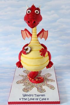 EDITOR'S CHOICE (02/04/2015) my dragon cake by Wendy Schlagwein View details here: http://cakesdecor.com/cakes/179620-my-dragon-cake