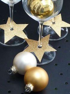 Wer für Silvester nicht nochmal Deko kaufen möchte, kann auch die Weihnachtsdeko wiederverwenden. Einfach darauf achten eine Farbpalette von Gold-, Silber- und Weißtönen zu verwenden. | Meine grüne Wiese