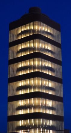 Image 9 of 35 from gallery of AD Classics: SC Johnson Wax Research Tower / Frank Lloyd Wright. Photograph by SC Johnson Johnson Wax, Brick Face, Frank Lloyd Wright Buildings, Facade Lighting, Tower Building, Unique Buildings, Architect Design, Gallery, Architects