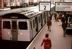 Colour Slides of London, October 1978 - Flashbak London Underground Train, London Underground Stations, Transport Museum, London Transport, Vintage London, Old London, London Overground, Flowers London, Train Platform