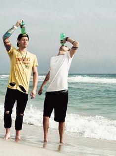 Best frens Josh and Tyler from Twenty One Pilots