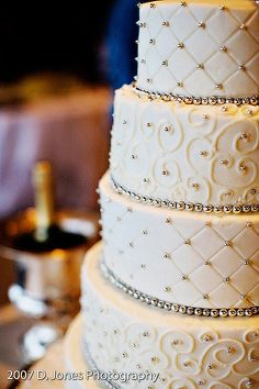 Wedding Cakes, Silver Accent WEdding Cakes