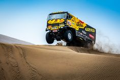 Motorcycles, Cars, and Trucks going very fast surrounded by sand! Lifted Trucks, Big Trucks, Vw Amarok, Rally Car, Muscle Cars, Chevy, Monsters, Eye Candy, Monster Trucks