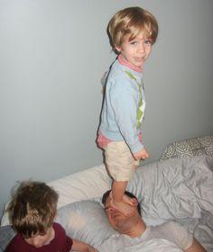 A paternidade é cheia de momentos emocionantes e fofos, mas também tem privação de sono, caos, brincadeiras e travessuras – algumas delas registradas na série.