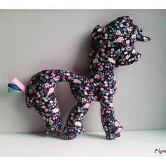 Décoration / doudou poney petites fleurs