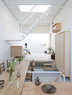 Casa em Itami é uma casa no estilo minimalista localizada em Hyōgo, Japão, projetada por Tato Architects.