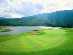 Golf in Vermont at Stowe Mountain Lodge | re-pinned by http://www.waterfront-properties.com/pbgpganational.php