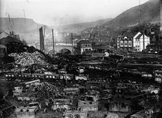 1910 - Au pays minier anglais : un chantier à moitié dévasté. Photographie de presse : Agence Meurisse