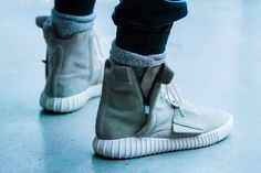 Kanye West Debuts More adidas Yeezy Footwear at New York Fashion Week Yeezy 750, Yeezy Boost 750, Trill Fashion, Mens Fashion, Street Fashion, Runway Fashion, Fashion Models, Streetwear Fashion, Moda Masculina