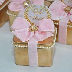 Hoje vamos mostrar os mimos do nascimento da nossa segunda benção, minha filha Maitê!  Latinha recheada de biscoitos e carinho! #Maitêchegou #nascimentoFinoGosto #fotosfabiojordão