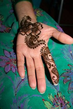 Mehndi Designs For Hands in Simple Designs  #SimpMehndiDesigns #ArabicMehndiDesigns #BridalMehndiDesigns