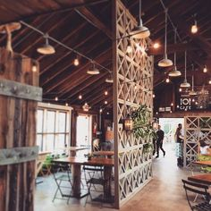 What about a special place to have your meal like a vintage industrial bar or restaurant? Decoration Restaurant, Rustic Restaurant, Restaurant Bar, Pub Decor, Wood Cafe, Industrial Cafe, Vintage Industrial Decor, Cafe Interior Vintage, Industrial Bedroom