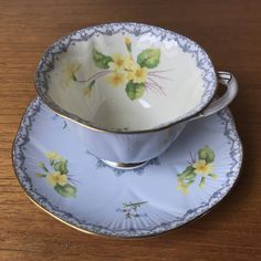 Vintage Shelley Yellow Primrose Tea Cup and Saucer Light Blue Vintage Cups, Vintage Dishes, Vintage Tea, Vintage Yellow, Vintage China, Teapots And Cups, Teacups, English Biscuits, English Tea Cups