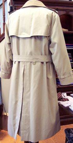 40b2da9c461f The Original Made in England Double Breasted Burberry Trenchcoat with warmer