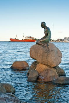 I love fairy tales and The Little Mermaid was always my favorite. MUST see Denmark and the statue sometime in my life! Like Audrey Hepburn said, If Im honest I have to tell you, I still read fairy-tales and I like them best of all. Real Mermaids, Mermaids And Mermen, Mermaid Stories, Vacation Wishes, Beau Site, Mermaid Art, Mermaid Statue, Love Fairy, Hans Christian