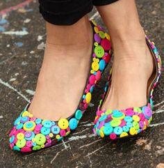 decorare scarpe con i bottoni