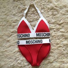 Überarbeitete Moschino Dreieck Halter Hals Fashion Bikini Dessous Set