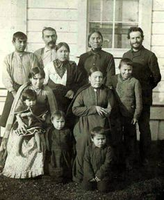 George Hunt Family with Franz Boas (right), Tsaxis, Photo: Pennsylvania Museum (O. Native Indian, Native Art, Grizzly Bear Habitat, Aboriginal Culture, Tlingit, Artist Biography, Historical Images, First Nations, Vintage Photographs