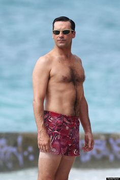 Jon Hamm: Shirtless 'Mad Men' Beach Scenes in Hawaii!: Photo Jon Hamm goes shirtless in just a pair of skimpy short-shorts while filming scenes for Mad Men on the beach on Wednesday (October in Maui, Hawaii. Jon Hamm, Scruffy Men, Hairy Men, Mad Men, Style Année 60, Madmen Style, Jessica Pare, Celebrity Bodies, Don Draper