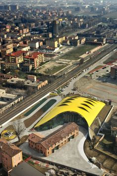 New Ferrari Museum Looks Like The Hood Of A Hot Car Enzo Ferrari's classic cars get the ultimate garage—a museum in Modena designed by Future Systems. Installation Architecture, Museum Architecture, Cultural Architecture, Italy Architecture, Future Systems, New Ferrari, Ferrari Auto, Digital Projection, Ultimate Garage