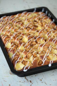 Bollefocaccia med eple og vaniljekrem - Krem.no Food N, Diy Food, Good Food, Food And Drink, Baking Recipes, Cake Recipes, No Bake Treats, Pastel, No Bake Cake