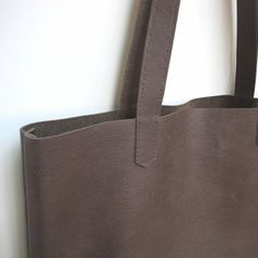 Learn how to make a beautiful simple leather tote bag with a full photo tutorial. Great as a purse, shopper, or weekend bag.