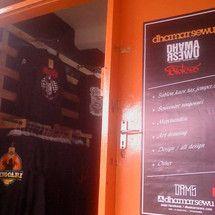 Belanja online aman dan nyaman dari DHAMARSEWU - merchandise & souvenire singosarian