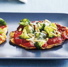 Kan vi friste med et lækkert og lynhurtigt mellemmåltid? Så prøv vores gratinerede pitabrød med broccoli!