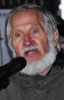 http://de.wikipedia.org/wiki/Rupert_Neudeck Seit 2002 reiste Neudeck mehrmals nach Israel und in die palästinensischen Autonomiegebiete, um sich, wie er mitteilte, über die israelischen Sperranlagen und die Lage der Palästinenser vor Ort kundig zu machen. Mit der daraus erwachsenen Veröffentlichung Ich will nicht mehr schweigen. Recht und Gerechtigkeit in Palästina wollte er nach eigenem Bekunden gegen israelische Menschenrechtsverletzungen, eine neue Apartheid ...