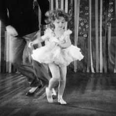 This collection is home to over images and documents relating to the depression-era child star. Child Actresses, Child Actors, Baby Doll Picture, Temple Movie, Shirly Temple, Old Movie Stars, People Of Interest, She Movie, Vintage Hollywood