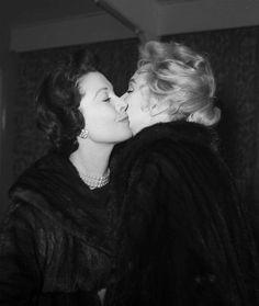 Marilyn Monroe and Vivien Leigh, 1956.