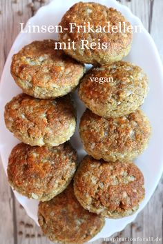 Linsen-Frikadellen mit Reis – veganes Rezept mit wenig Zutaten These lentil meatballs with rice are soft and have a crispy top layer. They are vegan and very tasty. The recipe for the lentil meatballs is quick and easy. Meatballs And Rice, Lentil Meatballs, Rice Recipes Vegan, Vegetarian Recipes, Healthy Recipes, Recipes With Few Ingredients, Meatball Recipes, Falafel, Dinner Recipes