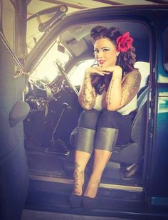 Rockabilly hair| Pinup Girl http://thepinuppodcast.com features pinup models and pin up photographers.