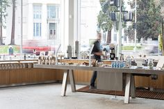 Jensen Architects Converts Automobile Showroom Into Blue Bottle Coffee Green Cafe, Blue Cafe, Diy Interior Doors, Cafe Interior, Interior Ideas, Interior Design Magazine, Coffee Bar Design, Blue Bottle Coffee, Cafe Restaurant