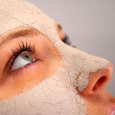 Маска является уникальным средством в борьбе с увяданием и преждевременным старением кожи. Это особенно актуально для женщин, которые перешагнули за отметку в 25 лет. Нам понадобиться: - дрожжи – 2 ч.…
