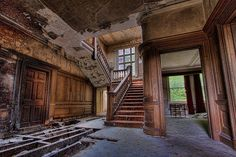 Inside Old Abandoned Mansions | Abandoned places / Entrance Just inside the entrance to this decaying ...