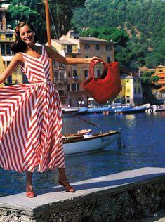 Postcard From Portofino, Christy Turlington by Arthur Elgort for Vogue US, December 1992 Christy Turlington, Vogue Vintage, Vintage Fashion, Look Fashion, 90s Fashion, Feminine Fashion, High Fashion, Estilo Navy, Estelle Lefébure