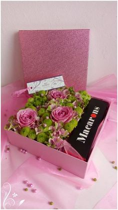 Flower box - roses, hydrangea, santini Box Roses, Flower Boxes, Fresh Flowers, Hydrangea, Presents, Gift Wrapping, Gifts, Window Boxes, Gift Wrapping Paper
