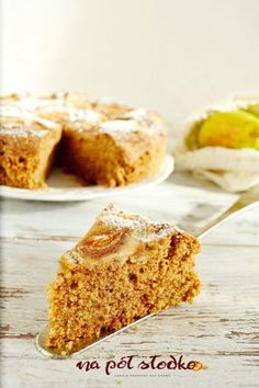 Buckwheat - almond cake with pears without sugar, milk and gluten - In half . Keto Recipes, Cake Recipes, Dessert Recipes, Desserts, Cheesecake Pops, Sugar Free Sweets, Low Carb Side Dishes, Sans Gluten, Gluten Free