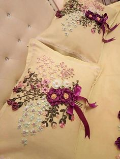 This Pin was discovered by Ter Ribbon Embroidery Tutorial, Floral Embroidery Patterns, Embroidery Bags, Silk Ribbon Embroidery, Crewel Embroidery, Hand Embroidery Designs, Grey Ribbon, Ribbon Art, Ribbon Crafts