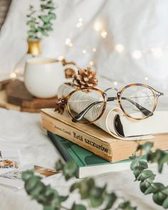 Mathias Optical Eyeglasses in Leopard Made from high-quality TR and titanium alloy material. First-class craftsmanship Flat Lay Photography, Book Photography, Modelling Photography, Photography Women, Flatlay Instagram, Cat Eye Colors, Cozy Aesthetic, Book Wallpaper, Photocollage