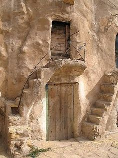 Tunisia Grain stores (ksour) arranged in courtyards of multilevel chambers (ghorfas) from the Century, in Tataouine Old Doors, Windows And Doors, Doorway, Stairways, Santorini, Facade, Gate, Entrance, Architecture Design