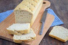 Het lekkerste recept ooit voor speltbrood vind je hier! Eenvoudig recept met ene heerlijk luchtig speltbrood als resultaat.