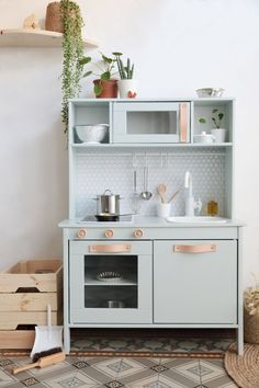 Ikea Duktig kitchen hacks and makeovers for kids – Shake My Diy Ikea Kids Kitchen, Kitchen Hacks, Kitchen Updates, Mini Kitchen, Kitchen Reno, Kitchen Ideas, Hacks Ikea, Play Kitchens, Toy Rooms