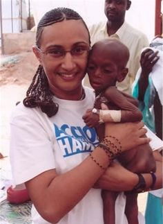 Amal Bennaïm est née à Londres, de parents originaires de Casablanca. Elle réside actuellement à Antananarivo à Madagascar. Elle a poursuivi ses études à Londres, d'abord au lycée français Charles de Gaulle, puis au King's College London où elle a obtenu...