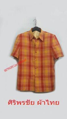 เสื้อสูทชายผ้าฝ้าย  เสื้อสูทชายลายบลูเบอร์รี สูทผ้าไทยชาย ซาฟารีผ้าไทยชายสีเหลืองส้มอิฐ  PRODUCT ID:ST 101  SIZE: L  สี:ตามภาพ โทนเหลืองส้มอิฐ  ผ้า:ผ้าฝ้าย  PRICE:790 BH