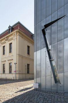 El Museo Judío de Berlín de Daniel Libeskind fotografiado por Laurian Ghinitoiu,Museo Judío de Berlín / Daniel Libeskind. Imagen © Laurian Ghinitoiu