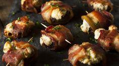 Rasvaisella juustolla täytetyt herkkusienet jäävät grillissä helposti lötköiksi. Copyright: Shutterstock.