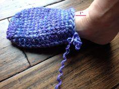 Kriskrafter: Free Crochet Pattern: Ahh Spa Slippers for Women Easy Crochet Slippers, Knit Slippers Free Pattern, Crochet Slipper Pattern, Easy Crochet Blanket, Easy Crochet Patterns, Knitting Patterns, Free Knitting, Crochet Ideas, Crochet Projects